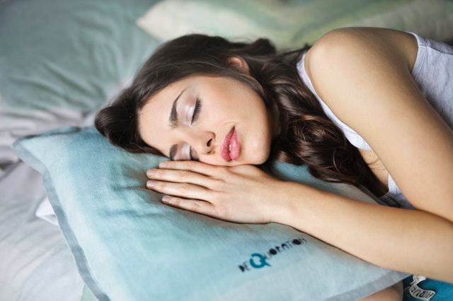 How does endometriosis disrupt sleep?