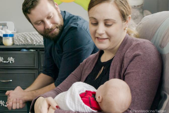 Υγιέστατο μωράκι γεννήθηκε από μητέρα που είχει κάνει μεταμόσχευση μήτρας