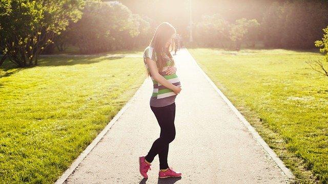 Το εμβόλιο κατά του κορωνοϊού δεν επηρεάζει τη γονιμότητα των γυναικών
